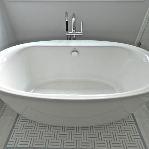 4V Master Bathroom Tub